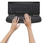 Contour_RollerMouse_Free2_black_top_hands_keyboard_72dpi