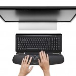 Contour_RollerMouse_Free2_black_top_monitor_hands_72dpi