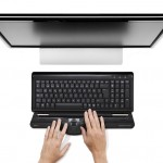 Contour_RollerMouse_Free2_black_top_no_wrist_rest_monitor_hands_72dpi