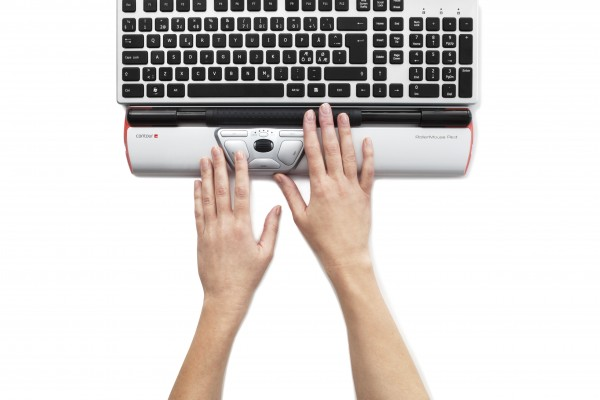 Contour_RollerMouse_Red_top_hands_keyboard_black_keys_300dpi
