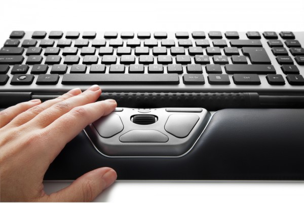 Contour_RollerMouse_Red_front_detail_w_wrist_rest_one_hand_keyboard_black_keys_72dpi